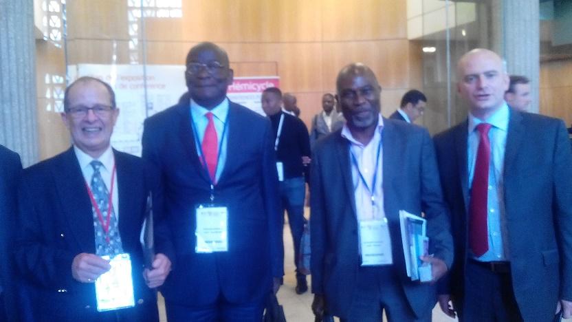 De d à G) Mr Stéphane Rivière, Alphonse Naounou, Mr le Maire de Dibamba (Cameroun) et Mr Renaud ( Africa 2016